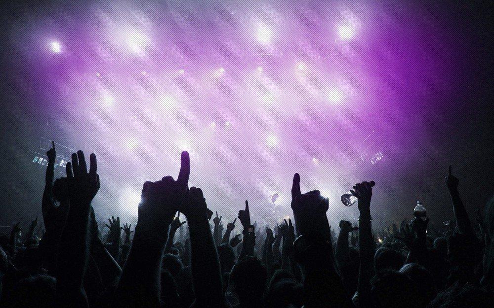 χέρια ψηλά απο εκδήλωση πάρτυ